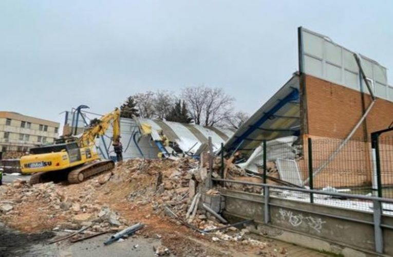 first images of the demolition of the mythical pavilion of the Students