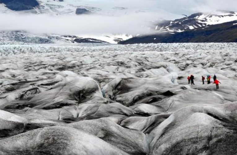 This is how it is inside the largest glacier in Europe, seen by Jesús Calleja