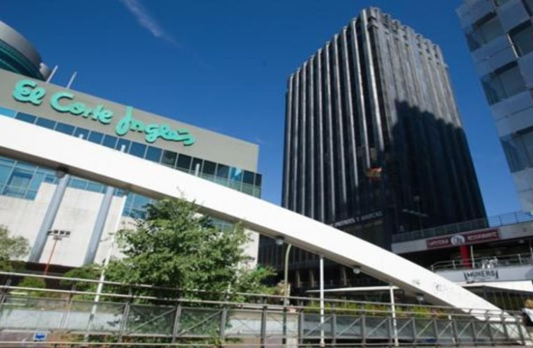 The employers' association of El Corte Inglés, Ikea and Leroy Merlin proposes to freeze the salary of 230,000 employees