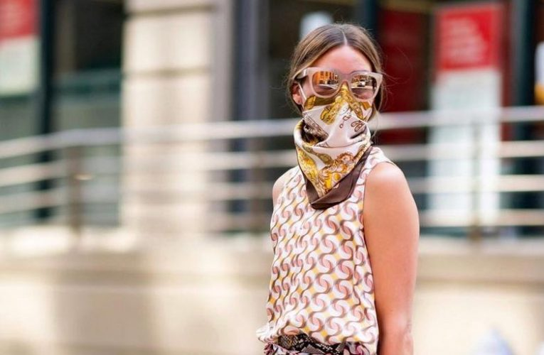The mask-scarf that famous people adore
