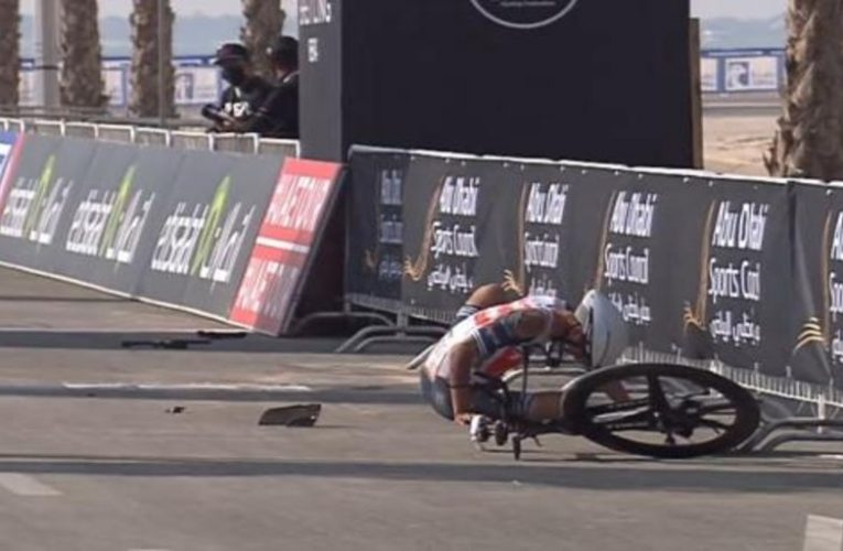 The inexplicable fall of Tiberi in the middle of the finish line