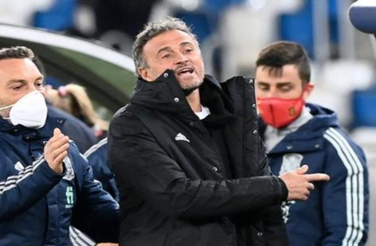 Luis Enrique arrives late to the game after being trapped in an elevator