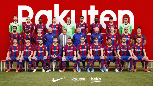 Piqué's gesture with a message in the official Barcelona photo