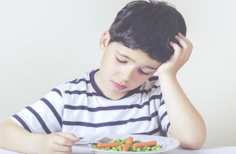 The more time children spend in front of the screen, the worse their diet