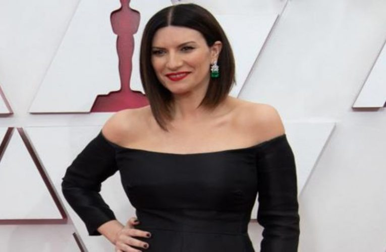 This was Laura Pausini's dress for her performance at the Oscar Awards gala