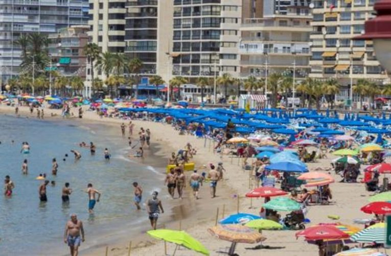 Spaniards will spend the summer in Spain and boost vacation rental prices