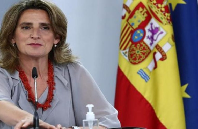 """""""I would not recommend that my mother get up at 2 in the morning to iron,"""" says Minister Ribera"""